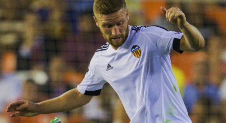 Shkodran Mustafi beim FC Valencia - von Вячеслав Евдокимов (fc-zenit.ru) [CC BY-SA 3.0 (http://creativecommons.org/licenses/by-sa/3.0), CC BY-SA 3.0 (http://creativecommons.org/licenses/by-sa/3.0), GFDL (http://www.gnu.org/copyleft/fdl.html) oder CC BY-SA 3.0 (http://creativecommons.org/licenses/by-sa/3.0)], via Wikimedia Commons