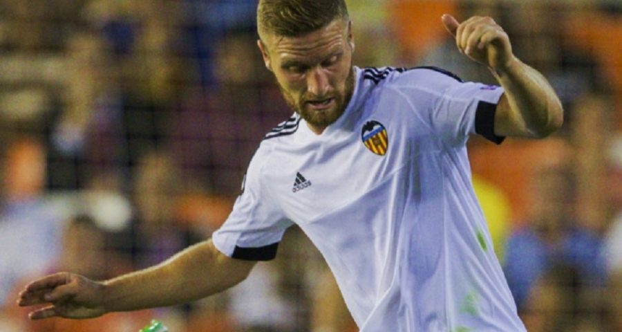 Shkodran Mustafi beim FC Valencia - von ???????? ????????? (fc-zenit.ru) [CC BY-SA 3.0 (http://creativecommons.org/licenses/by-sa/3.0), CC BY-SA 3.0 (http://creativecommons.org/licenses/by-sa/3.0), GFDL (http://www.gnu.org/copyleft/fdl.html) oder CC BY-SA 3.0 (http://creativecommons.org/licenses/by-sa/3.0)], via Wikimedia Commons