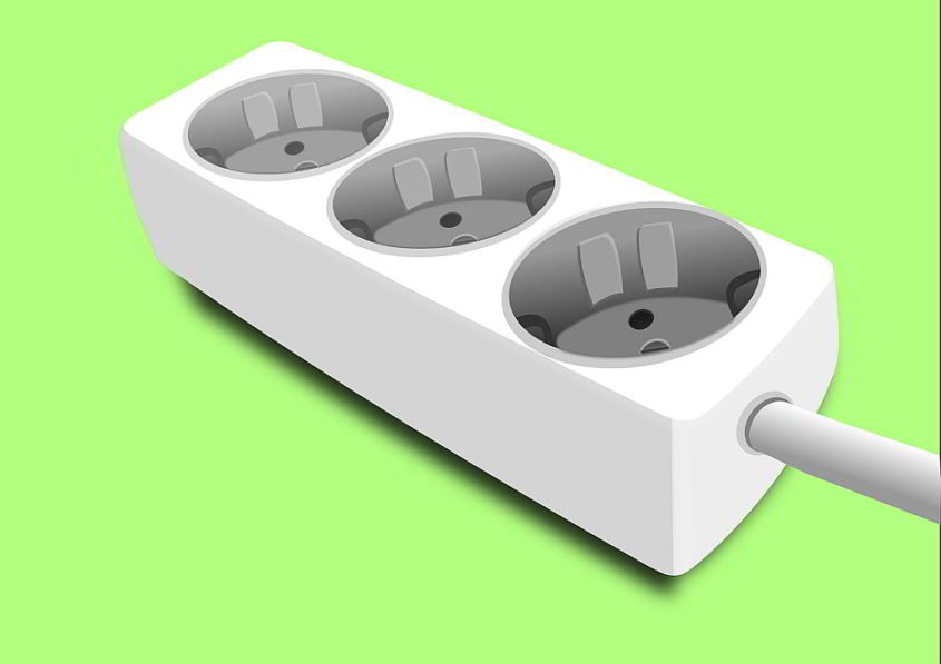 Verteiler-Steckdose - (C) OpenClipartVectors CC0 via Pixabay.de