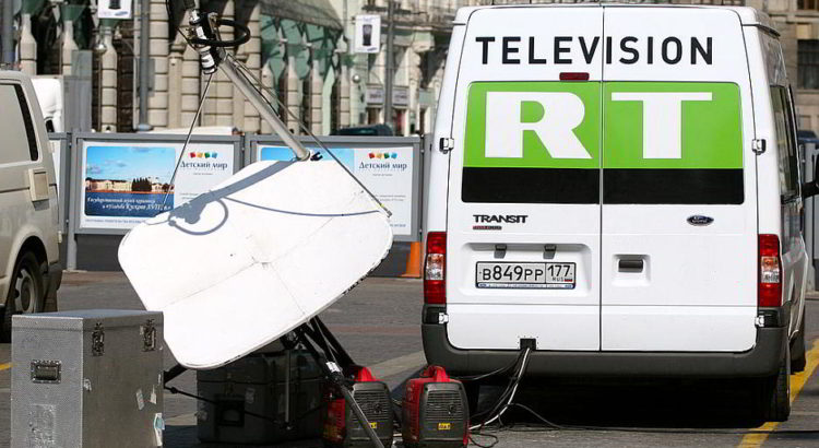 "Ein TV-Übertragungswagen des englischsprachigen, staatlich finanzierten Fernsehsenders ""Russia Today"" in Moskau - By Jürg Vollmer / Maiakinfo (Own work) [CC BY-SA 3.0 (http://creativecommons.org/licenses/by-sa/3.0)], via Wikimedia Commons"