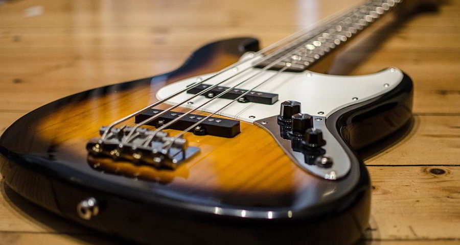 Eine Bassgitarre - (C) egonkling CC0 via Pixabay.de
