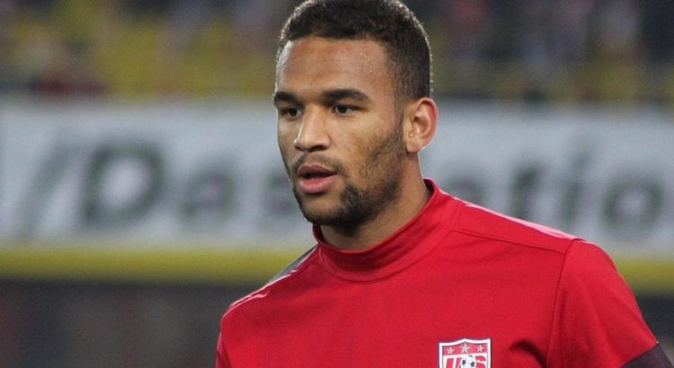 Terrence Boyd bei der Nationalmannschaft der USA im Jahr 2013 - By Steindy (talk) 21:38, 22 November 2013 (UTC) (Own work) [GFDL (http://www.gnu.org/copyleft/fdl.html) or CC BY-SA 3.0 (http://creativecommons.org/licenses/by-sa/3.0)], via Wikimedia Commons