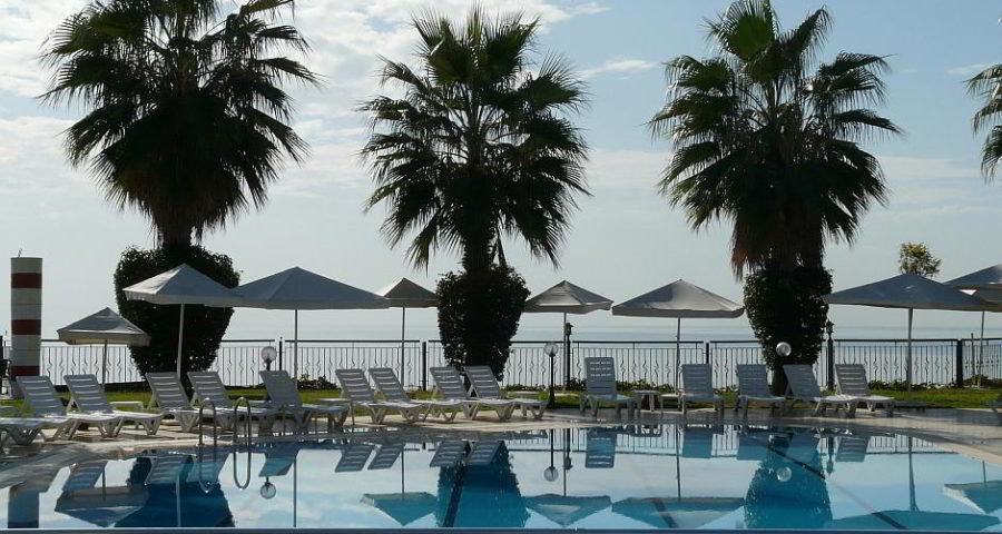 Hotelpool - (C) hans CC0 via Pixabay.de