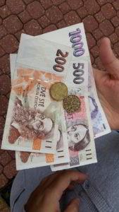 1940 tschechische Kronen für 80 Euro