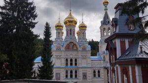Die Kirche St. Peter und Paul von der Seite