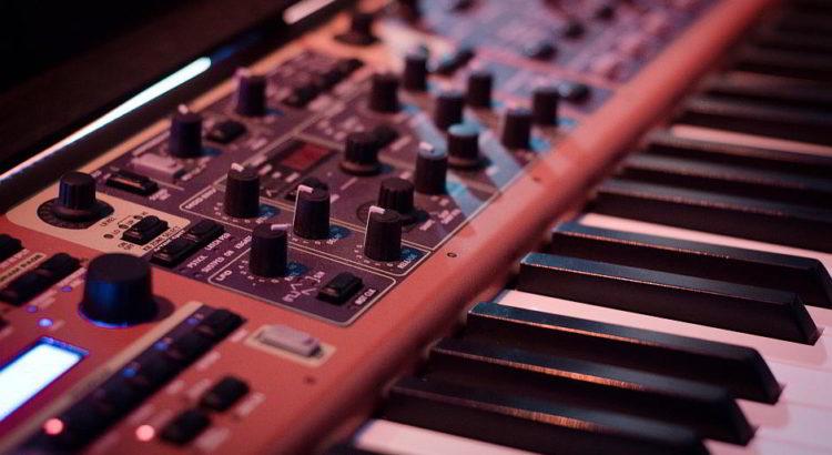 Synthesizer - (C) Skitterphoto CC0 via Pixabay.de