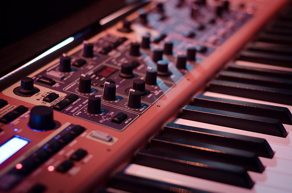 Synthesizer - (C) Skitterphoto CC0 via Pixabay.de
