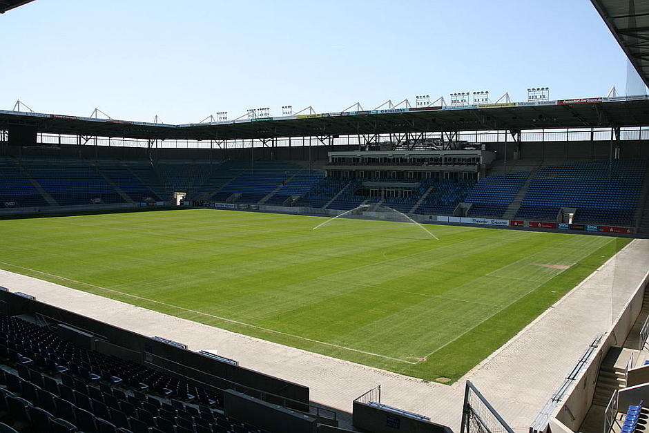 Die leere MDCC-Arena Magdeburg - By Mm aa ii kk (Own work) [CC BY 3.0 (http://creativecommons.org/licenses/by/3.0)], via Wikimedia Commons