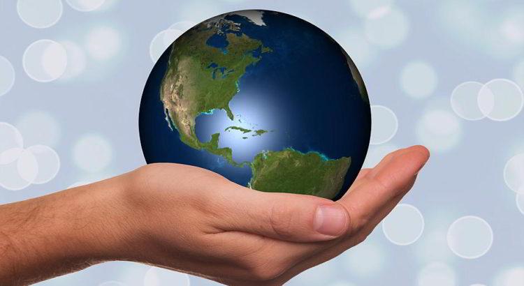 Wir haben die Welt in der Hand - (C) Geralt Altmann CC0 via Pixabay.de