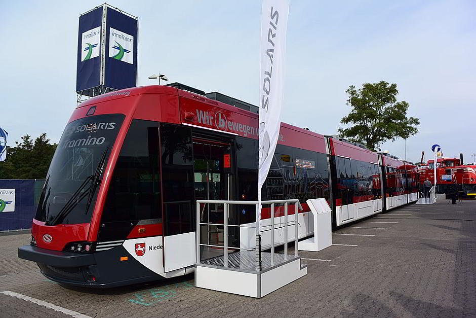Solaris Tramino Straßenbahnzug in Braunschweig - By Travelarz (Own work) [CC BY-SA 4.0 (http://creativecommons.org/licenses/by-sa/4.0)], via Wikimedia Commons
