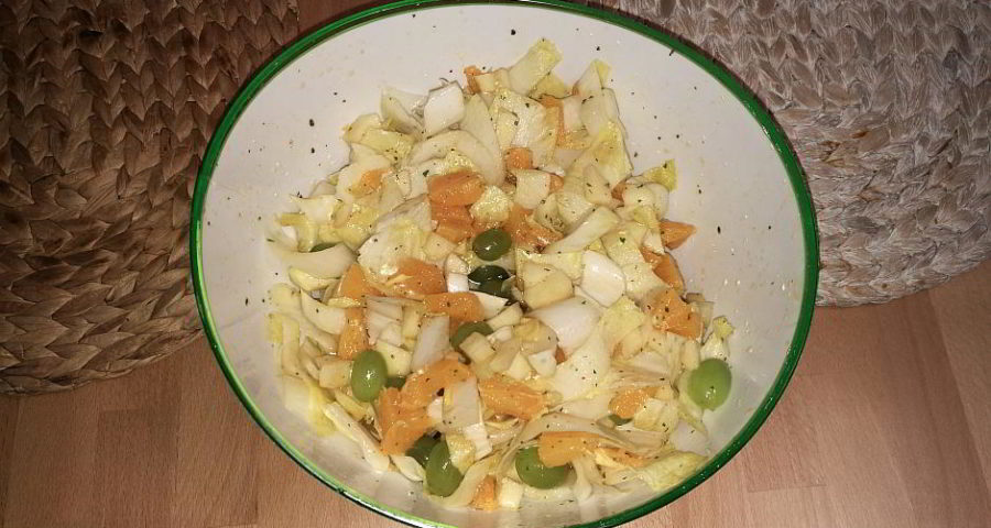 Chicorée-Salat mit Früchten