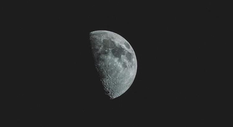 Krater auf dem Mond - (C) Pexels CC0 via Pixabay.de