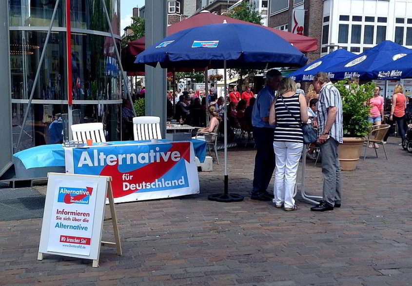 Alternative für Deutschland, Infostand in der Innenstadt von Bocholt - By Ziko van Dijk (Own work) [CC BY-SA 3.0 (http://creativecommons.org/licenses/by-sa/3.0)], via Wikimedia Commons