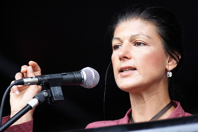 Sahra Wagenknecht - CC-BY 2.0 by DIE LINKE Nordrhein-Westfalen - https://www.flickr.com/photos/dielinke_nrw/14266435453