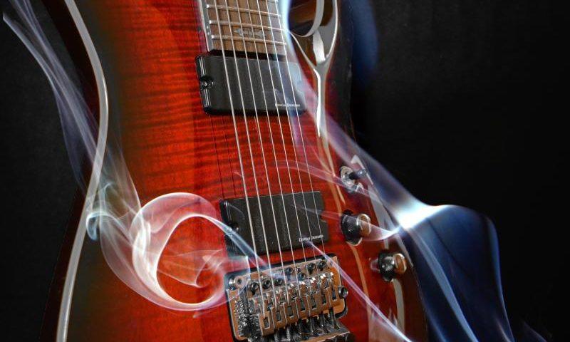 Gitarre - (C) jaimacgx8 CC0 via Pixabay.com - https://pixabay.com/de/gitarre-acht-saiten-sieben-saiten-2916408/