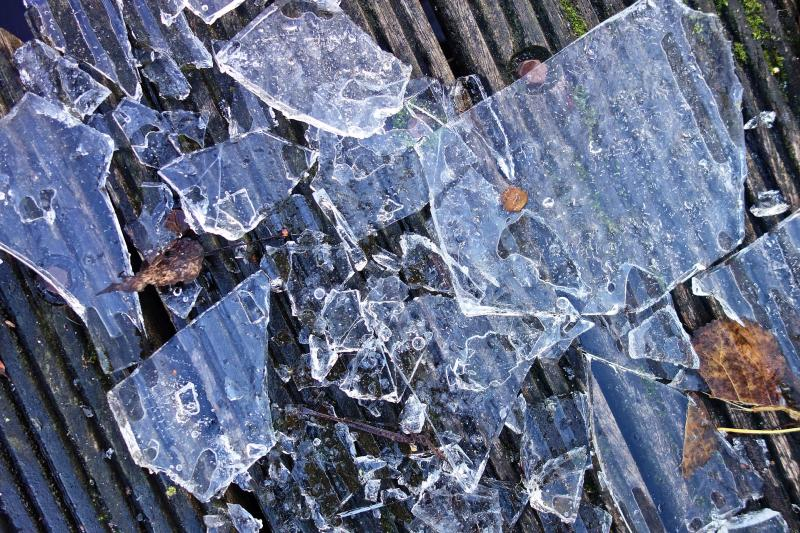 Frozen: Eissplitter - (C) MabelAmber CC0 via Pixabay.com - https://pixabay.com/de/eis-gefroren-splitter-eis-splitter-3070481/