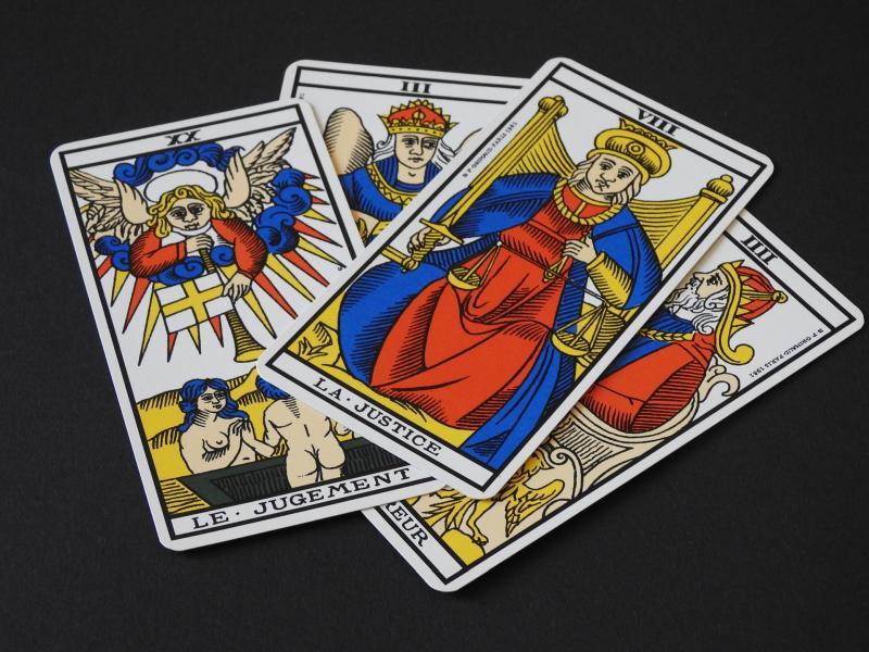 Tarotkarten - (C) aubryal CC0 via Pixabay.com - https://pixabay.com/de/hellsehen-karte-tarock-2951517/