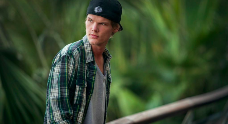 Avicii im Jahr 2014 - By The Perfect World Foundation [CC BY 3.0 (https://creativecommons.org/licenses/by/3.0)], via Wikimedia Commons