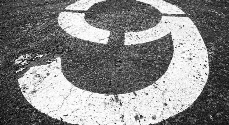 Neun - (C) MabelAmber CC0 via Pixabay.com - https://pixabay.com/de/neun-zahl-ziffer-symbol-parkplatz-3095449/