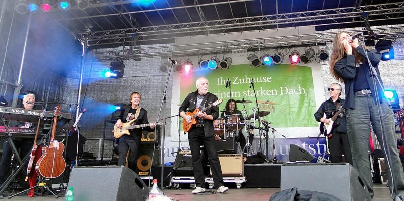 Die Band Karussell in Dresden im Jahr 2009 - von Paulae [GFDL (http://www.gnu.org/copyleft/fdl.html) oder CC BY 3.0 (https://creativecommons.org/licenses/by/3.0)], vom Wikimedia Commons