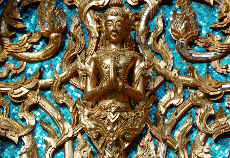 "Buddha ist in ""Being Boiled"" allgegenwärtig - (C) SatyaPrem CC0 via Pixabay.com - https://pixabay.com/de/religion-kunst-golden-verzierung-3322268/"