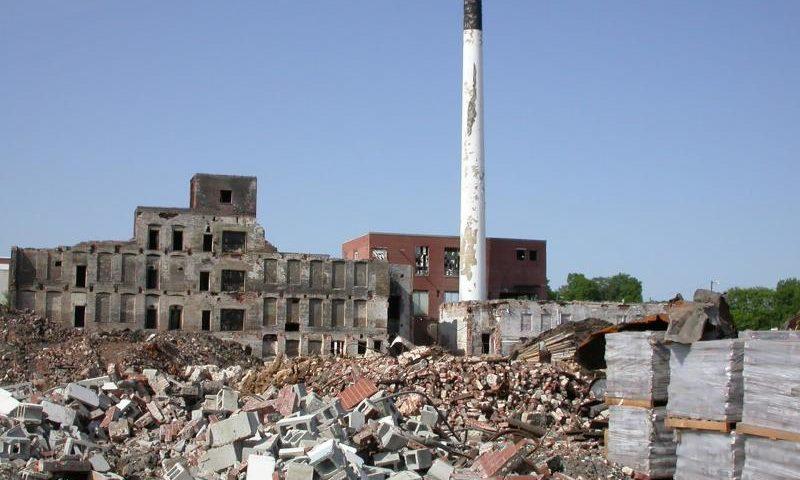 Badlands: Öde, verfallene Gebäude - (C) jewlgurly CC0 via Pixabay.com - https://pixabay.com/de/verfall-%C3%B6dland-fabrik-1724688/