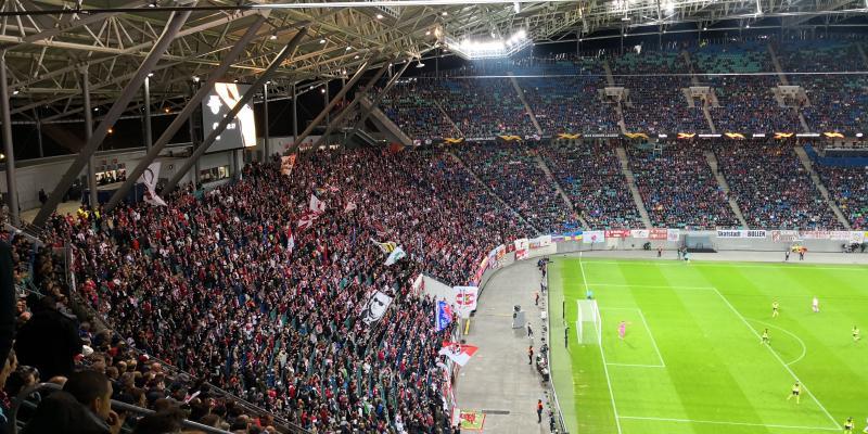 """""""Das ganze Stadion hüpft"""""""
