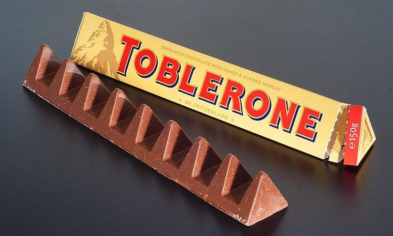 Toblerone - Ashley Pomeroy [CC BY 3.0 (https://creativecommons.org/licenses/by/3.0)], von Wikimedia Commons