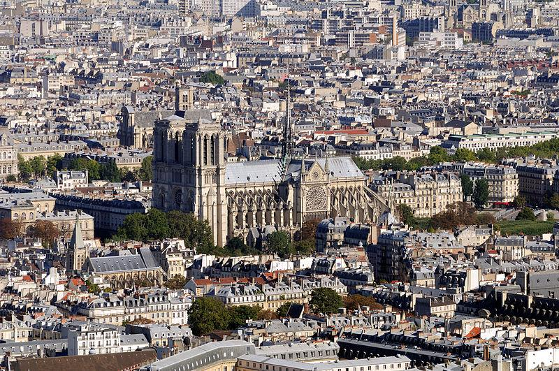 Die Kathedrale Notre Dame de Paris vor dem Großbrand - Taxiarchos228 [CC BY 3.0 (https://creativecommons.org/licenses/by/3.0)] - via Wikimedia Commons
