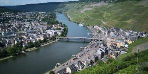 Bernkastel-Kues im Schatten der Burgruine Landshut