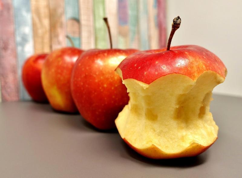 Der angebissene Apfel vom Schlaraffenberg - Bild von Alexas_Fotos auf Pixabay