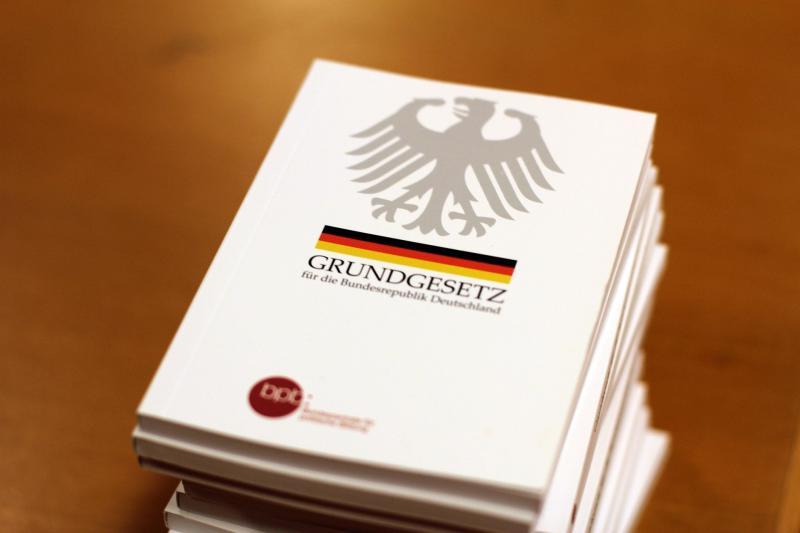 Grundgesetz für die Bundesrepublik Deutschland - (C) InstagramFOTOGRAFIN - - via Pixabay.com